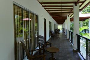En balkon eller terrasse på J C Village