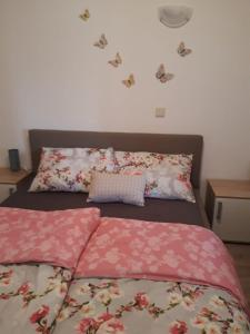A bed or beds in a room at Apartments Petrovic