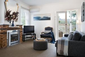 A seating area at Lake Daylesford Apartment 2