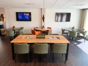 The lounge or bar area at Golden Tulip Zoetermeer - Den Haag