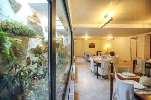 A restaurant or other place to eat at Hotel Kenari
