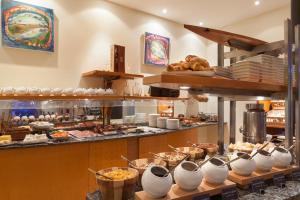 Ein Restaurant oder anderes Speiselokal in der Unterkunft HOTEL Baltic Stralsund