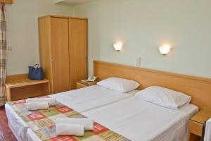 Ένα ή περισσότερα κρεβάτια σε δωμάτιο στο Ξενοδοχείο Ναυσικά