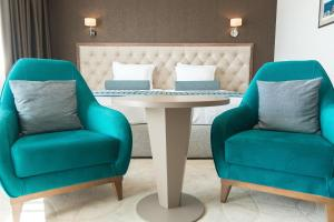 A seating area at Hotel & Casino Cherno More