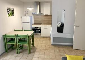 Cuisine ou kitchenette dans l'établissement Le Vallon Des Sources