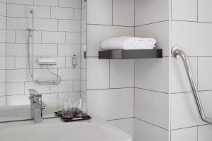Salle de bains dans l'établissement Aka Lodge Lyon Est