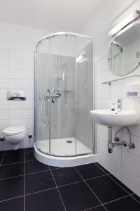 A bathroom at Hostel Marmota
