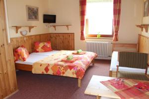 Postel nebo postele na pokoji v ubytování Pension Horske Zatisi