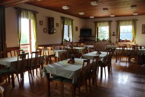 Restaurace v ubytování Pension Horske Zatisi