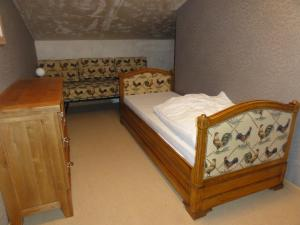 A bed or beds in a room at Les Wyllos