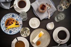 Breakfast options available to guests at Sofitel Chicago Magnificent Mile