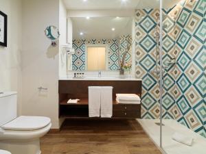 Een badkamer bij H10 Costa Adeje Palace