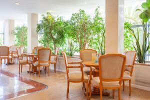 Een restaurant of ander eetgelegenheid bij Grupotel Taurus Park