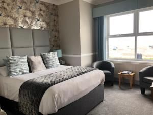 A bed or beds in a room at Camelia Hotel