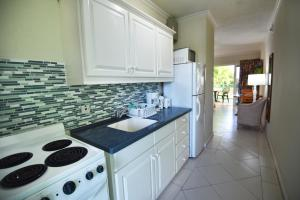 A kitchen or kitchenette at Coral Mist Beach Hotel