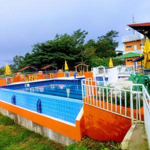 The swimming pool at or near COMPLEXO DA COLINA