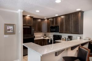 A kitchen or kitchenette at Wintergreen at Midway