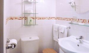 A bathroom at Merivon guest house