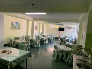 A restaurant or other place to eat at Guesthouse Korall
