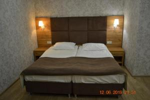 A bed or beds in a room at квартира 45 кв.м у моря