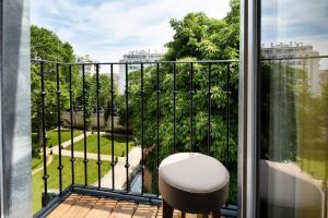 A balcony or terrace at Hôtel de la Tour Eiffel