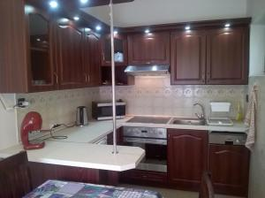 A kitchen or kitchenette at ZENITH APARTMAN