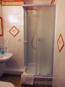A bathroom at Willa Luna