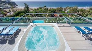 Het zwembad bij of vlak bij BULL Costa Canaria & SPA - Only Adults