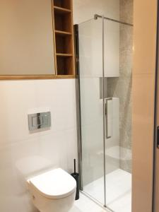 A bathroom at City Center - Riverside by Apartmore