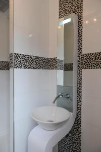 A bathroom at Chambres Houdaille