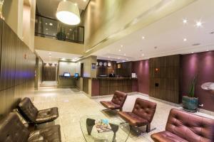O saguão ou recepção de Hotel Lugus