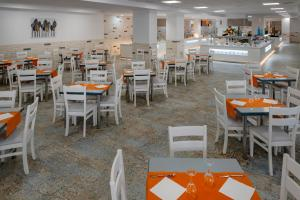 A restaurant or other place to eat at Hotel Best Lloret Splash