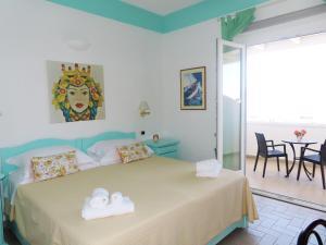 Letto o letti in una camera di Hotel Ossidiana Stromboli