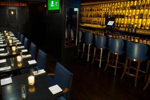 The lounge or bar area at Fitzpatrick Manhattan
