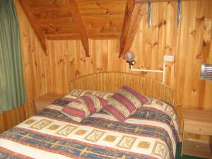 A bed or beds in a room at Cabaña & Hostal Vegmont