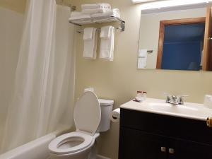 A bathroom at Franconia Notch Motel