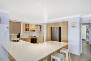 A kitchen or kitchenette at Sandy Feet Retreat