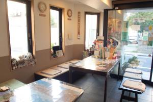 A restaurant or other place to eat at Family Inn Saiko