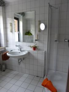 Ein Badezimmer in der Unterkunft Landgasthaus Gieseke-Asshorn