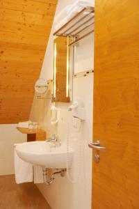 A bathroom at Simmernhof Mossendorf