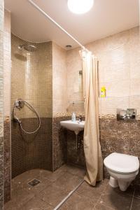 A bathroom at Rumbabit