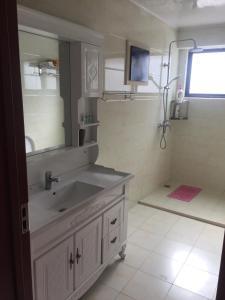 A bathroom at City Apartment