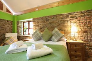A bed or beds in a room at Moville Boutique Hostel & Apartments