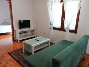 A seating area at Apartments Kati