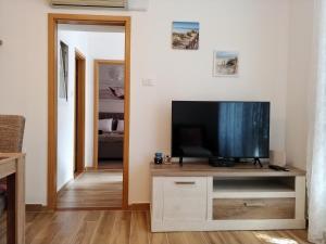 Télévision ou salle de divertissement dans l'établissement nona Marta apartment