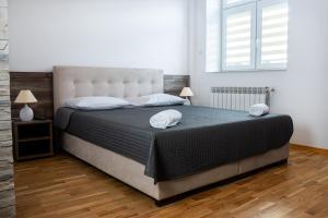 Łóżko lub łóżka w pokoju w obiekcie Noclegi Sebastian w Centrum