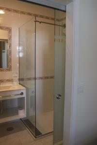 A bathroom at Enjoy Viana - Guest House