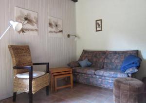 Ein Sitzbereich in der Unterkunft Ferienhaus Uchte / Darlaten