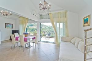 A seating area at Apartments Lavanda