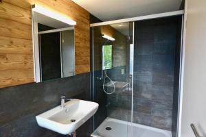 Ein Badezimmer in der Unterkunft Berggasthaus Eggberge